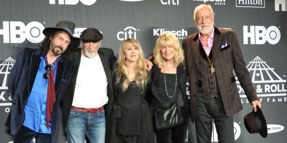 Fleetwood Mac Star Hangs Out I...