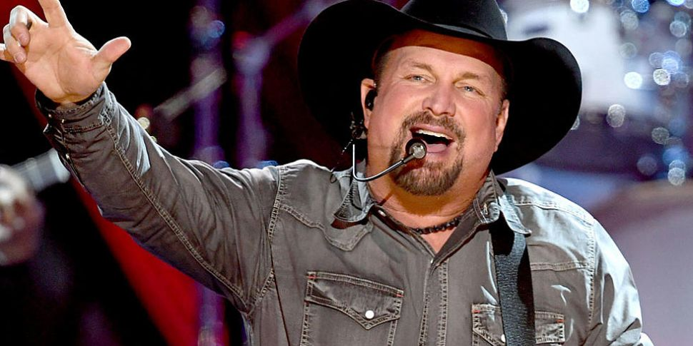 Garth Brooks Reportedly In Tal...