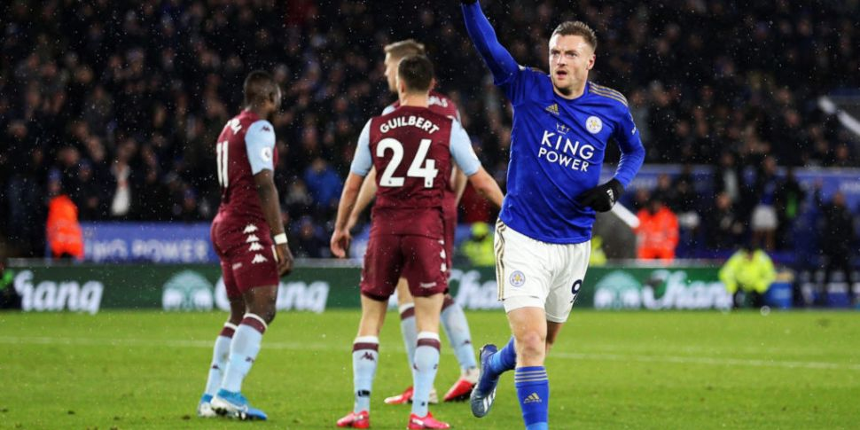 Jamie Vardy signs new contract...