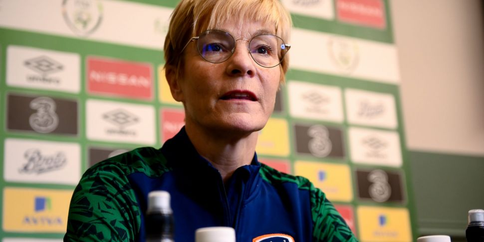 Vera Pauw signs new contract w...