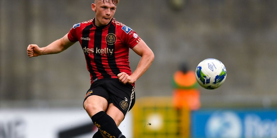 Lyons signs | Bohemians right-...