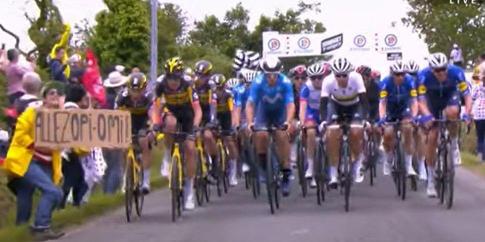 Tour de France | Woman arreste...