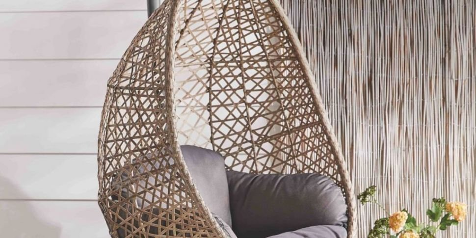 Stunning Hanging Egg Chair Com...