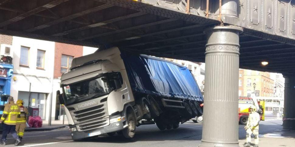 Bridge Strike Causes Suspensio...