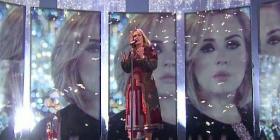 Adele Pauses Concert To Give O...