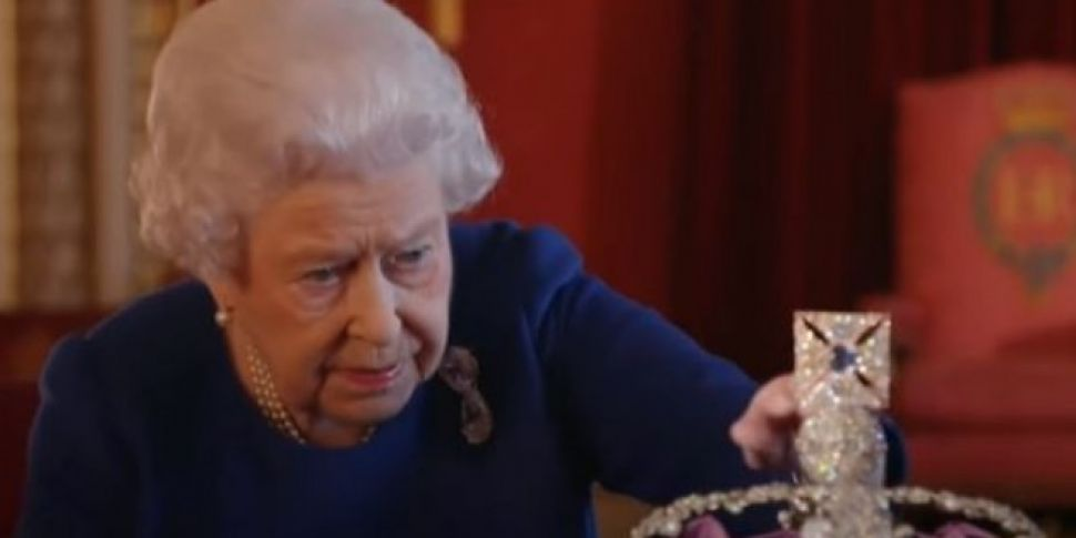 Queen Elizabeth Gives Lesson In How To Wear A Crown
