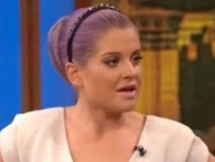 Kelly Osbourne denies pregnanc...