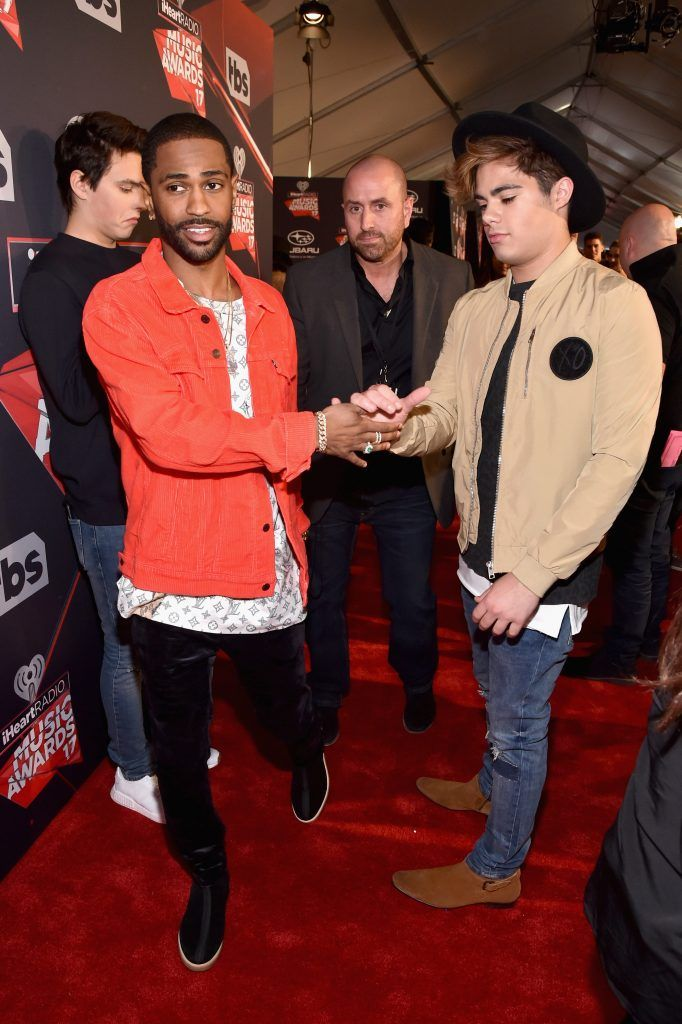 Rapper Big Sean (L) attends the 2017 iHeartRadio Music Awards which broadcast live on Turner's TBS, TNT, and truTV at The Forum on March 5, 2017 in Inglewood, California.  (Photo by Frazer Harrison/Getty Images for iHeartMedia)