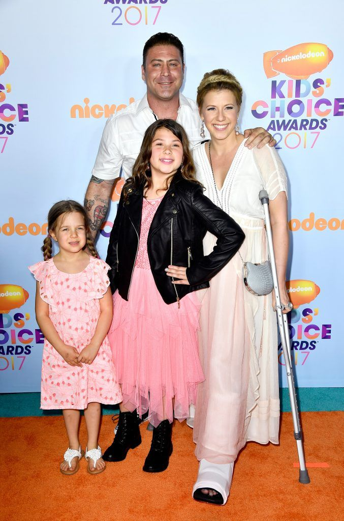 Actress Jodie Sweetin, Justin Hodak and daughters Beatrix Carlin Sweetin Coyle and Zoie Laurel May Herpin at Nickelodeon's 2017 Kids' Choice Awards at USC Galen Center on March 11, 2017 in Los Angeles, California.  (Photo by Frazer Harrison/Getty Images)