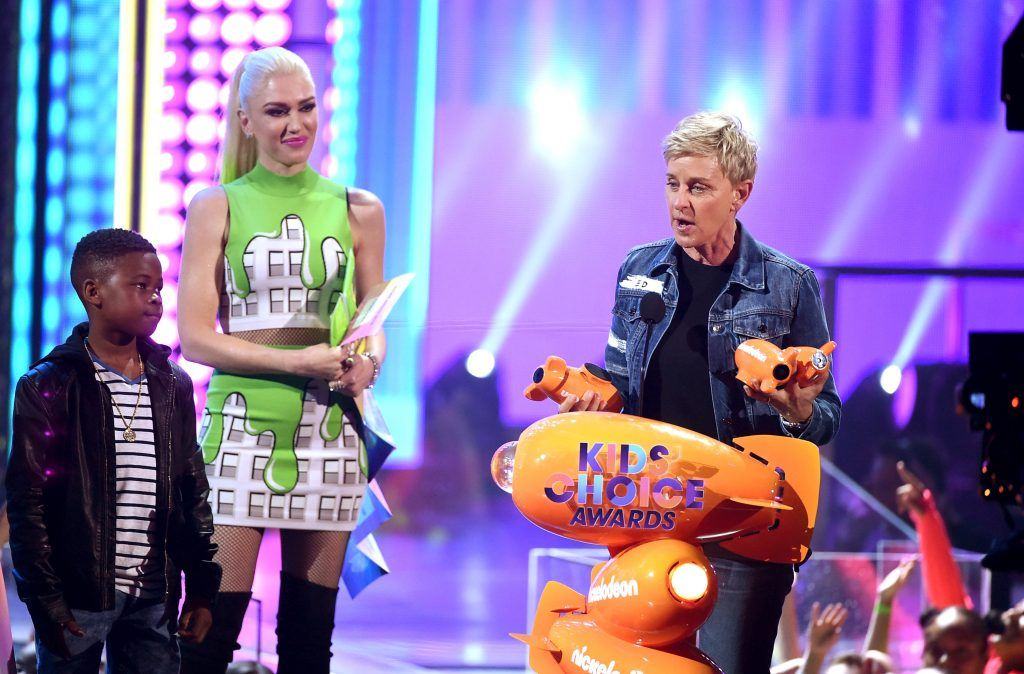 Actor Ellen DeGeneres (R) accepts the awards for Favorite Animated Movie for 'Finding Dory' from singer-songwriter Gwen Stefani (C)onstage at Nickelodeon's 2017 Kids' Choice Awards at USC Galen Center on March 11, 2017 in Los Angeles, California.  (Photo by Kevin Winter/Getty Images)