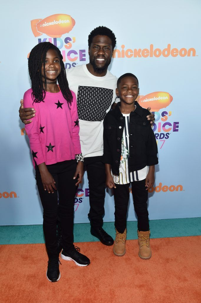 (L-R) Heaven Hart, actor Kevin Hart and Hendrix Hart at Nickelodeon's 2017 Kids' Choice Awards at USC Galen Center on March 11, 2017 in Los Angeles, California.  (Photo by Alberto E. Rodriguez/Getty Images)