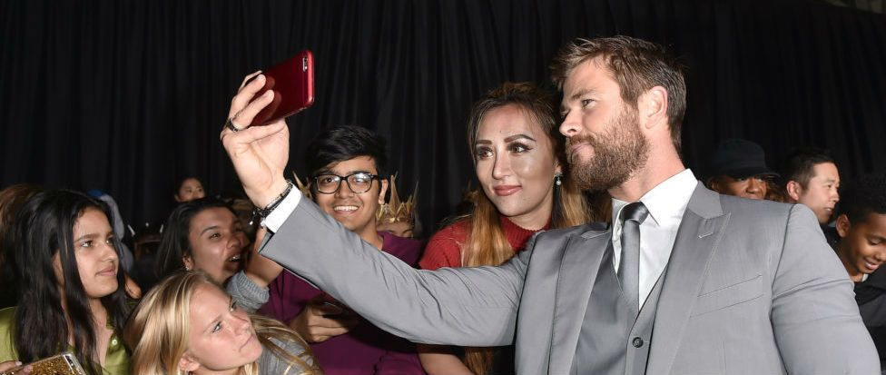 Chris Hemsworth's kids watching him on TV at the Golden Globes is the cutest