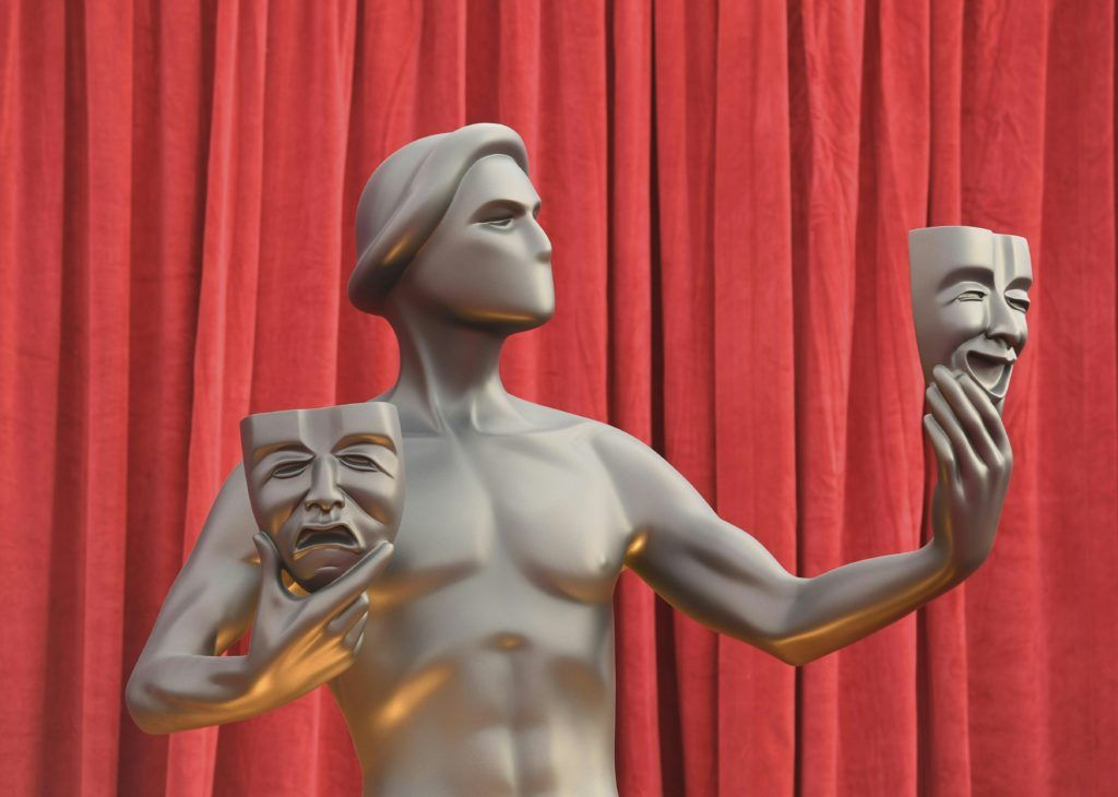 A statue of the 23rd Annual Screen Actors Guild Awards is seen against a red backdrops at The Shrine Auditorium on January 29, 2017 in Los Angeles, California. (Photo MARK RALSTON/AFP/Getty Images)