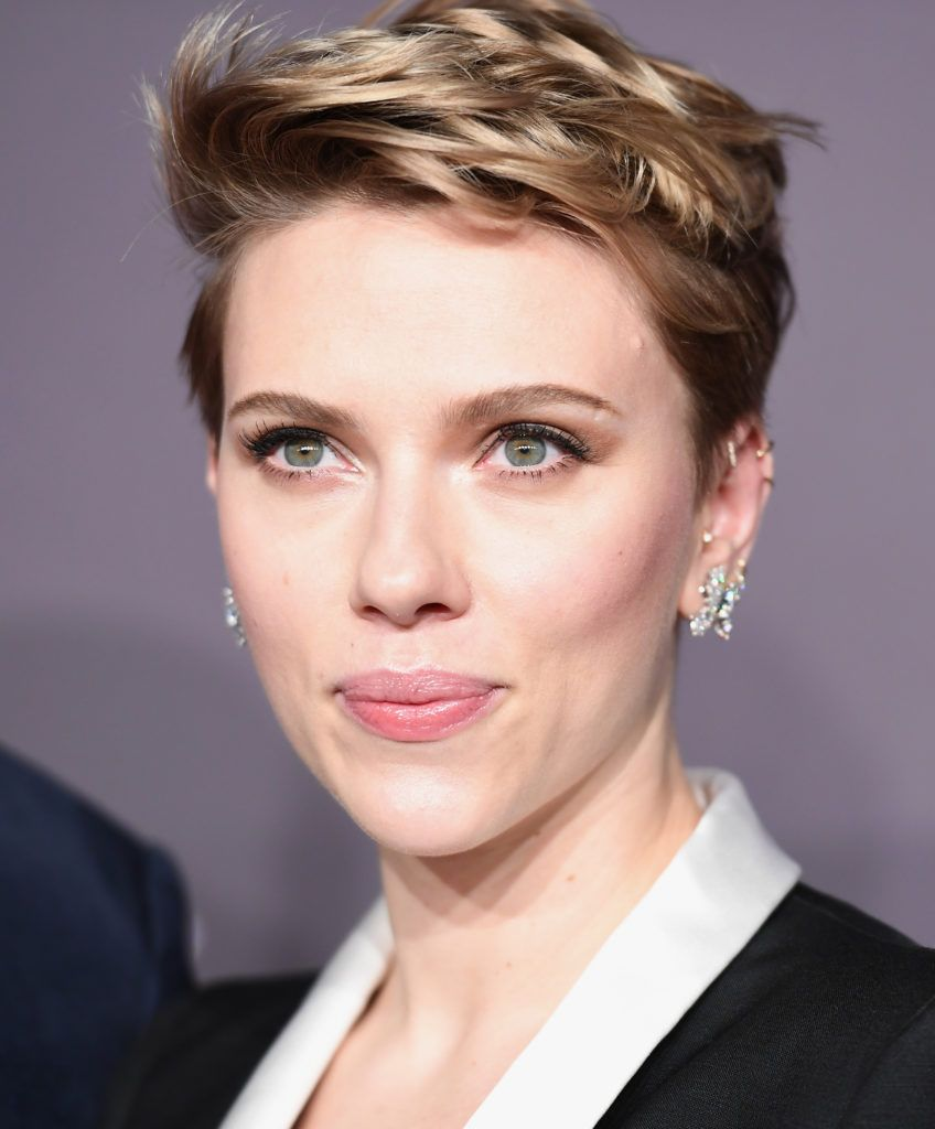 Actress Scarlett Johansson attends the 19th annual amfAR's New York Gala to kick off NY Fashion Week at Cipriani Wall Street on February 8, 2017 in New York City.      (Photo ANGELA WEISS/AFP/Getty Images)