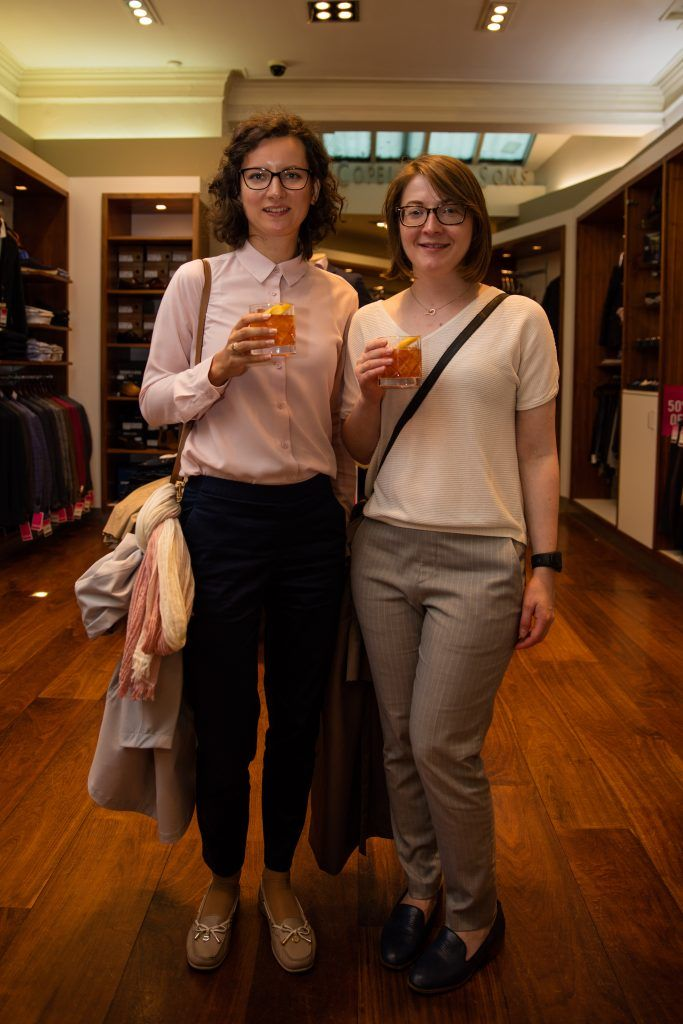 Pictured at the Powers Irish Whiskey event in Louis Copeland, Wicklow Street were Katerina Polonitskaya & Maria Bagaeva. Photo by Dublin Daily Photography