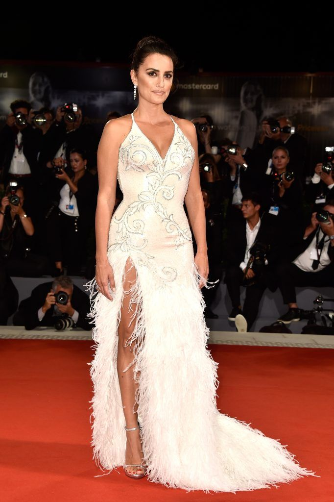 Penelope Cruz walks the red carpet ahead of the 'Loving Pablo' screening during the 74th Venice Film Festival at Sala Grande on September 6, 2017 in Venice, Italy.  (Photo by Pascal Le Segretain/Getty Images)