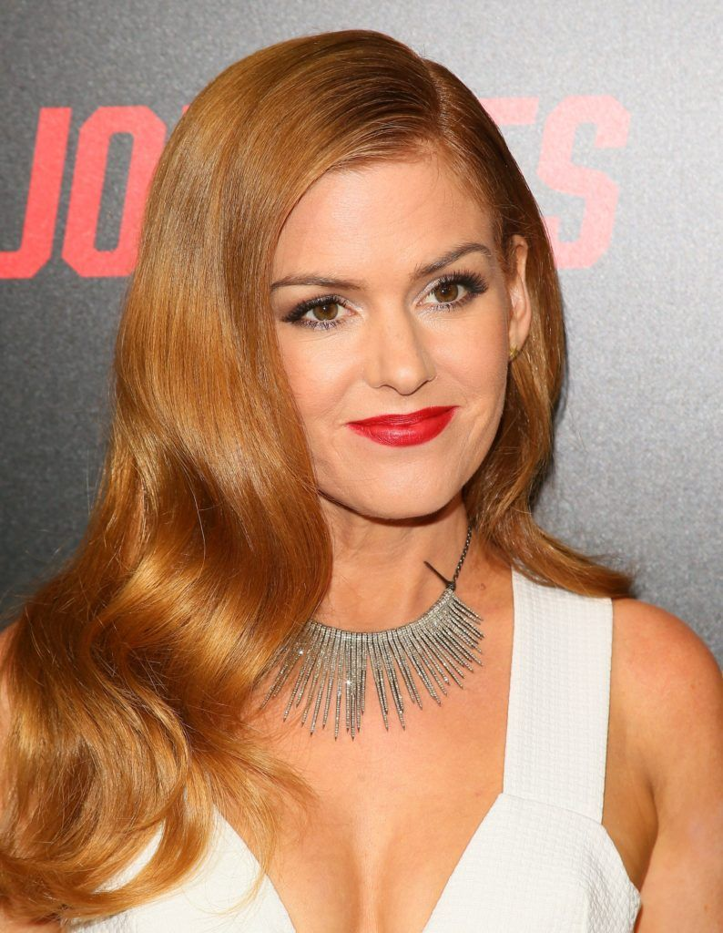 Isla Fisher attends 'Keeping up with the Joneses' in Los Angeles, California, on October 8, 2016. (Photo JEAN BAPTISTE LACROIX/AFP/Getty Images)