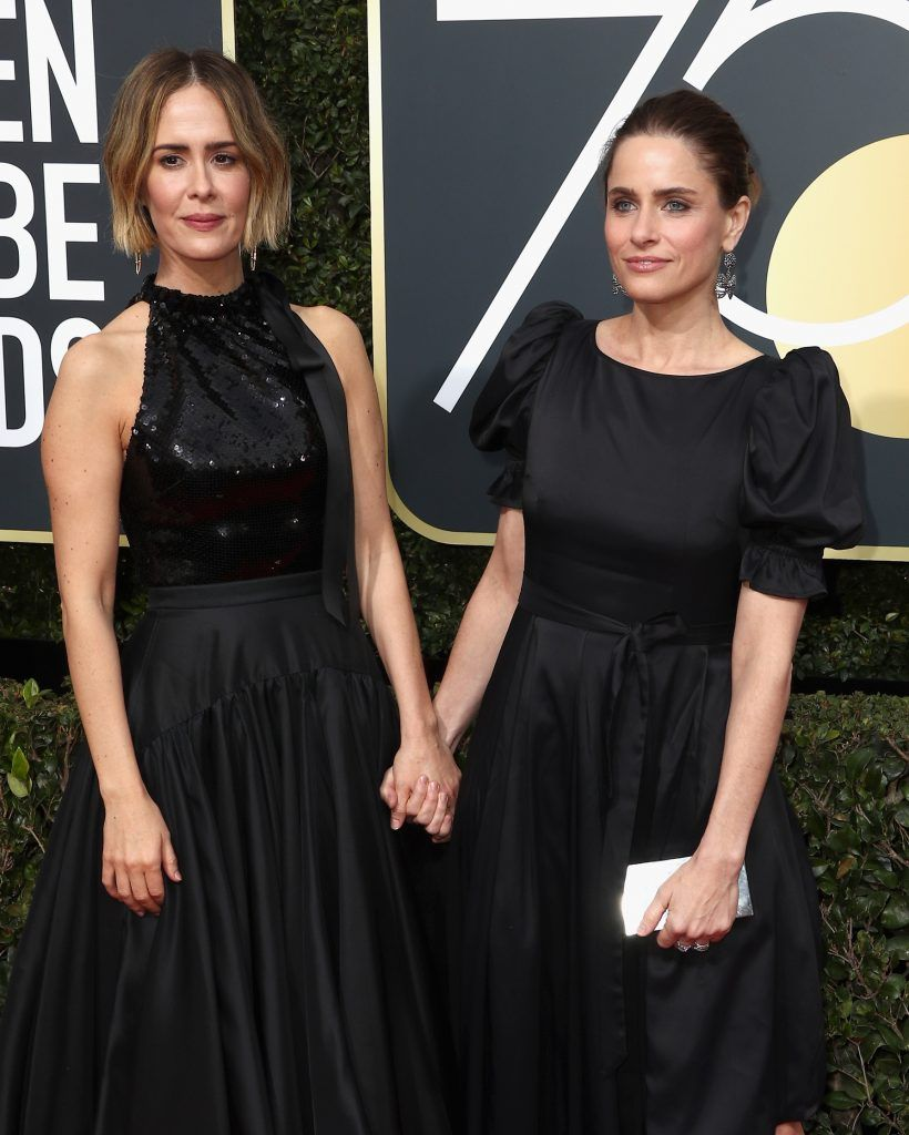 BEVERLY HILLS, CA - JANUARY 07:  Actors Sarah Paulson and Amanda Peet attend The 75th Annual Golden Globe Awards at The Beverly Hilton Hotel on January 7, 2018 in Beverly Hills, California.  (Photo by Frederick M. Brown/Getty Images)