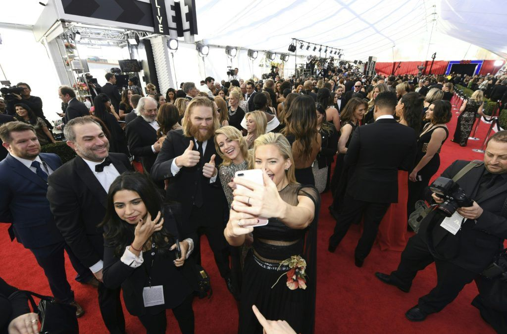 Kate Hudson takes a selfie with other red carpet goers at the 23rd Annual Screen Actors Guild Awards at The Shrine Auditorium on January 29, 2017 in Los Angeles, California.       (Photo MARK RALSTON/AFP/Getty Images)