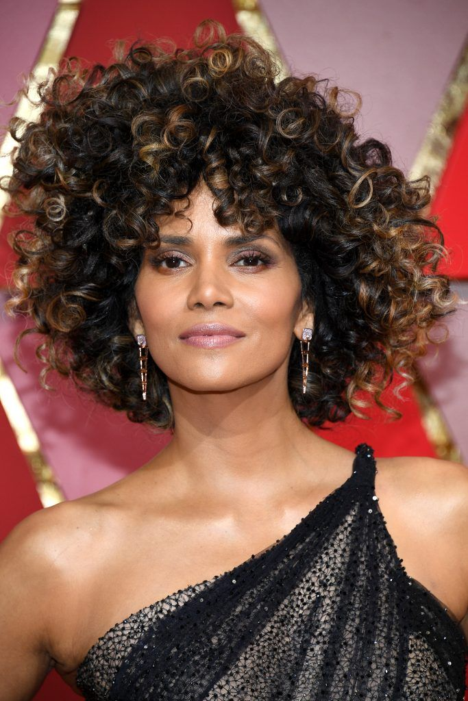 HOLLYWOOD, CA - FEBRUARY 26:  Actor Halle Berry attends the 89th Annual Academy Awards at Hollywood & Highland Center on February 26, 2017 in Hollywood, California.  (Photo by Kevork Djansezian/Getty Images)