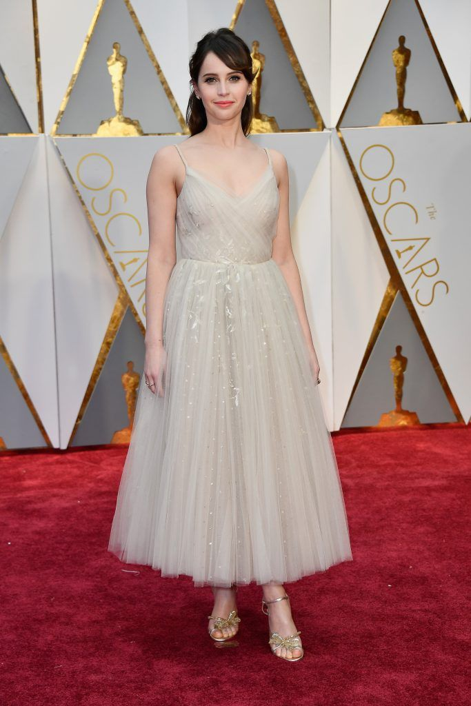 HOLLYWOOD, CA - FEBRUARY 26:  Actor Felicity Jones attends the 89th Annual Academy Awards at Hollywood & Highland Center on February 26, 2017 in Hollywood, California.  (Photo by Frazer Harrison/Getty Images)