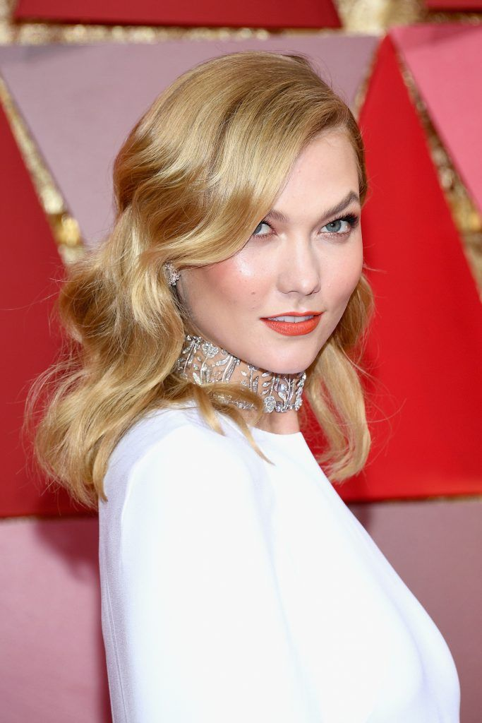 HOLLYWOOD, CA - FEBRUARY 26:  Model Karlie Kloss attends the 89th Annual Academy Awards at Hollywood & Highland Center on February 26, 2017 in Hollywood, California.  (Photo by Kevork Djansezian/Getty Images)