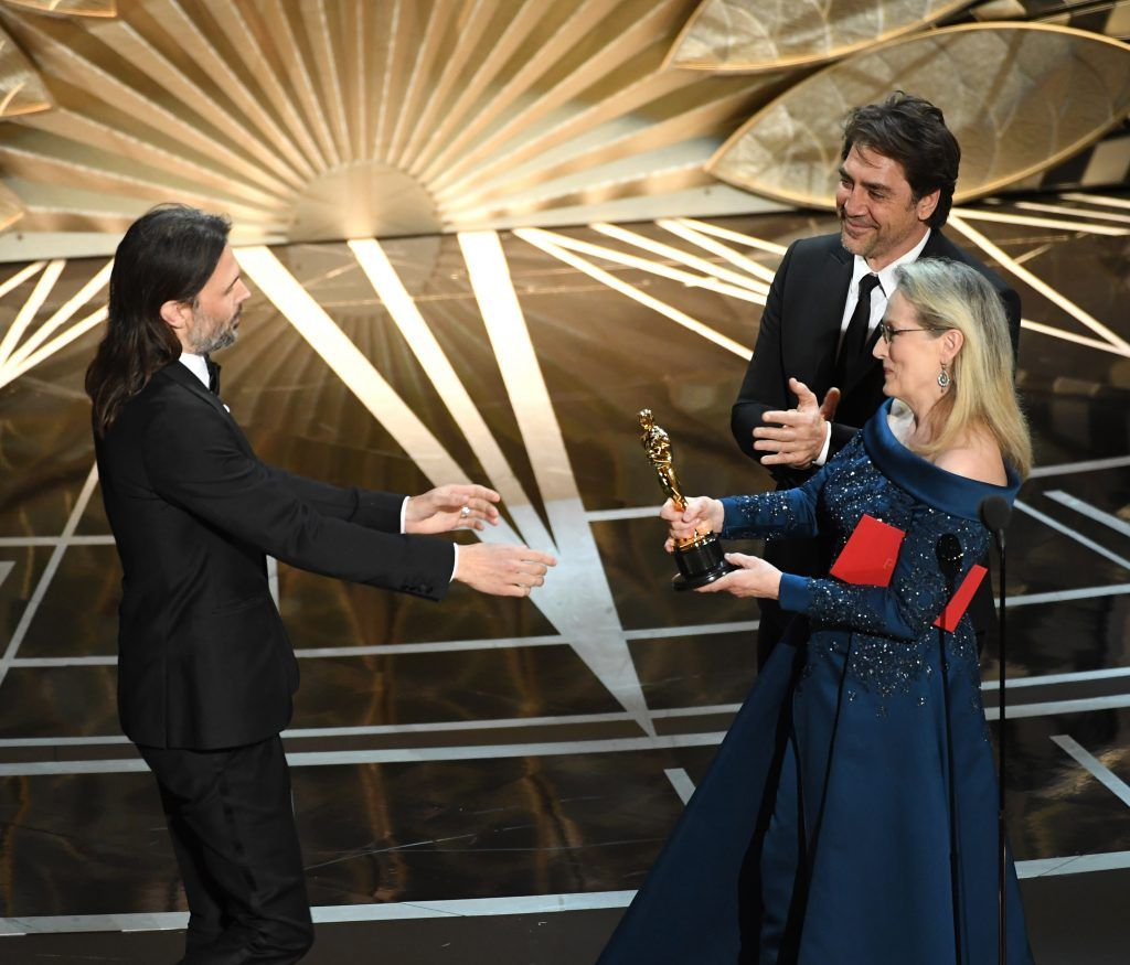 HOLLYWOOD, CA - FEBRUARY 26:   Cinematographer Linus Sandgren (L) accepts Best Cinematography for 'La La Land' from actors Javier Bardem and Meryl Streep onstage during the 89th Annual Academy Awards at Hollywood & Highland Center on February 26, 2017 in Hollywood, California.  (Photo by Kevin Winter/Getty Images)