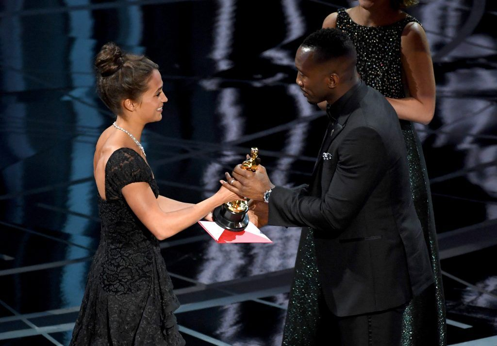 HOLLYWOOD, CA - FEBRUARY 26:  Actor Mahershala Ali (R) accepts Best Supporting Actor for 'Moonlight' from actor Alicia Vikander onstage during the 89th Annual Academy Awards at Hollywood & Highland Center on February 26, 2017 in Hollywood, California.  (Photo by Kevin Winter/Getty Images)