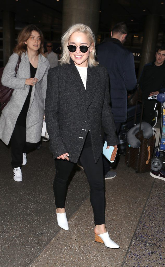 Emilia Clarke arrives at Los Angeles International Airport (LAX), 02 Jan 2018 (Photo by WENN.com)