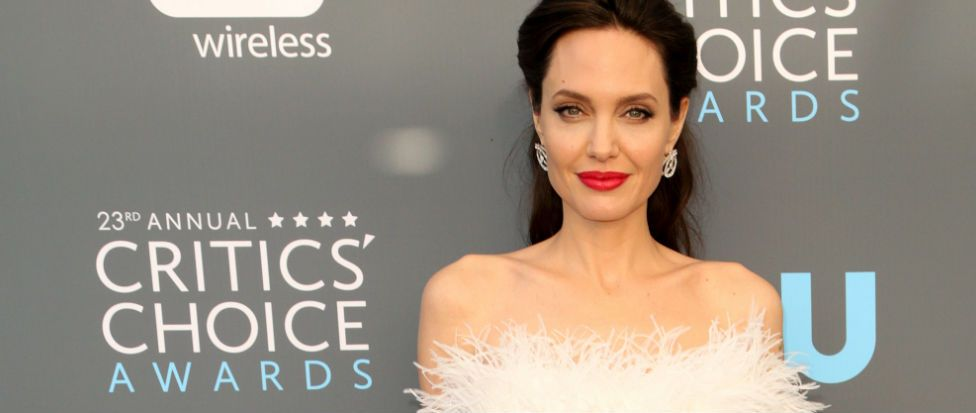 Light is the New Black: The Critics' Choice Awards red carpet was SO good