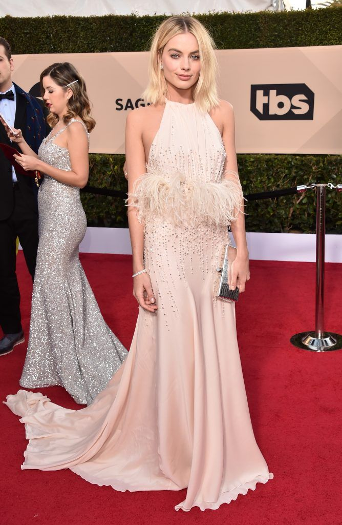 Actor Margot Robbie attends the 24th Annual Screen Actors Guild Awards at The Shrine Auditorium on January 21, 2018 in Los Angeles, California. 27522_006  (Photo by Alberto E. Rodriguez/Getty Images)