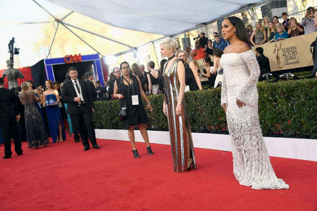 LOS ANGELES, CA - JANUARY 29:  Actors Michelle Williams and Kerry Washington attend The 23rd Annual Screen Actors Guild Awards at The Shrine Auditorium on January 29, 2017 in Los Angeles, California. 26592_008  (Photo by Frazer Harrison/Getty Images)