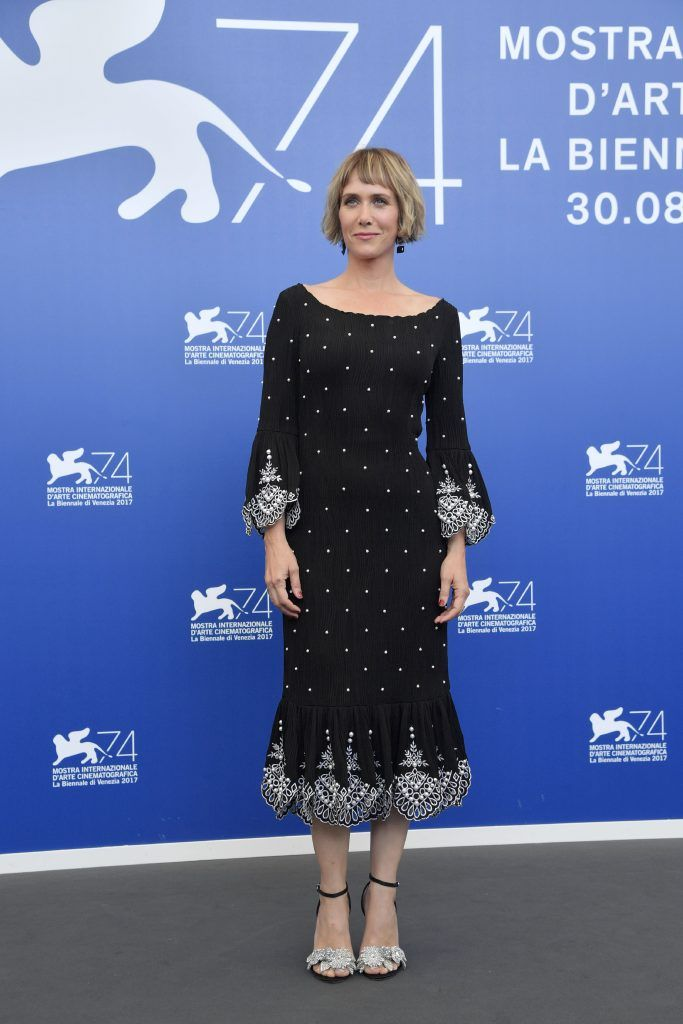 "Actress Kristen Wiig attends the photocall of the movie ""Downsizing"" presented in competition at the 74th Venice Film Festival on August 30, 2017 at Venice Lido.  (Photo by TIZIANA FABI/AFP/Getty Images)"