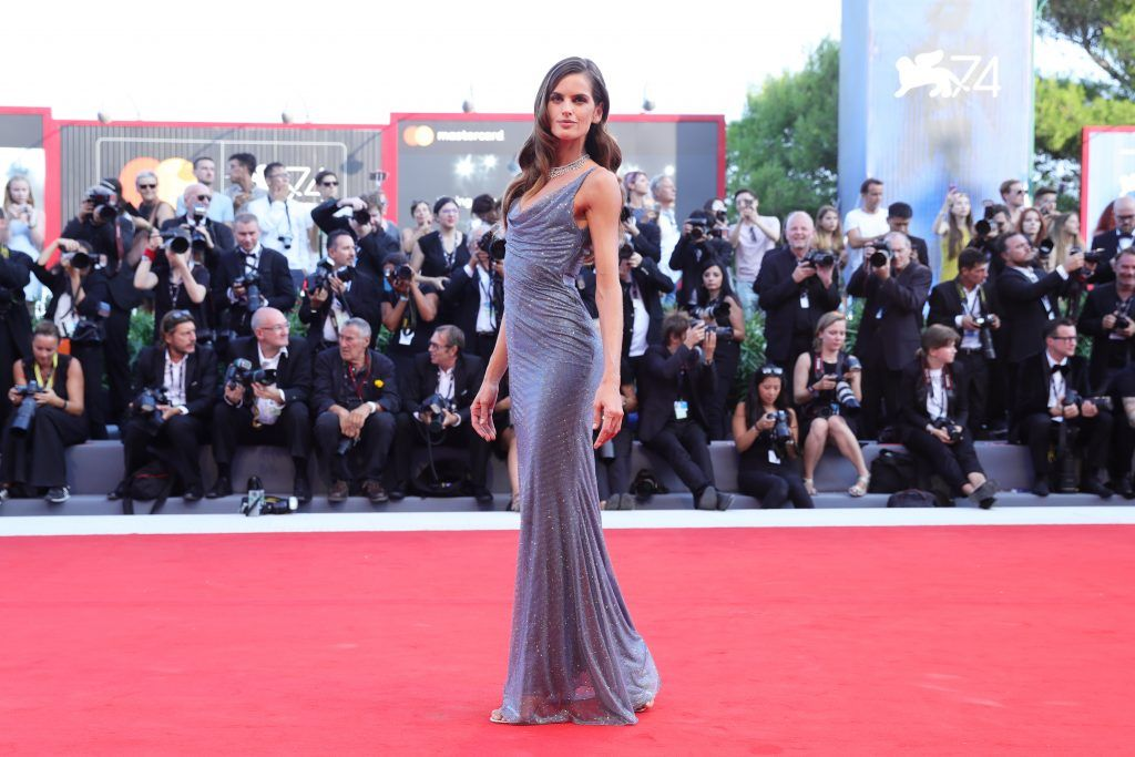 Izabel Goulart walks the red carpet ahead of the 'Downsizing' screening and Opening Ceremony during the 74th Venice Film Festival at Sala Grande on August 30, 2017 in Venice, Italy.  (Photo by Vittorio Zunino Celotto/Getty Images)