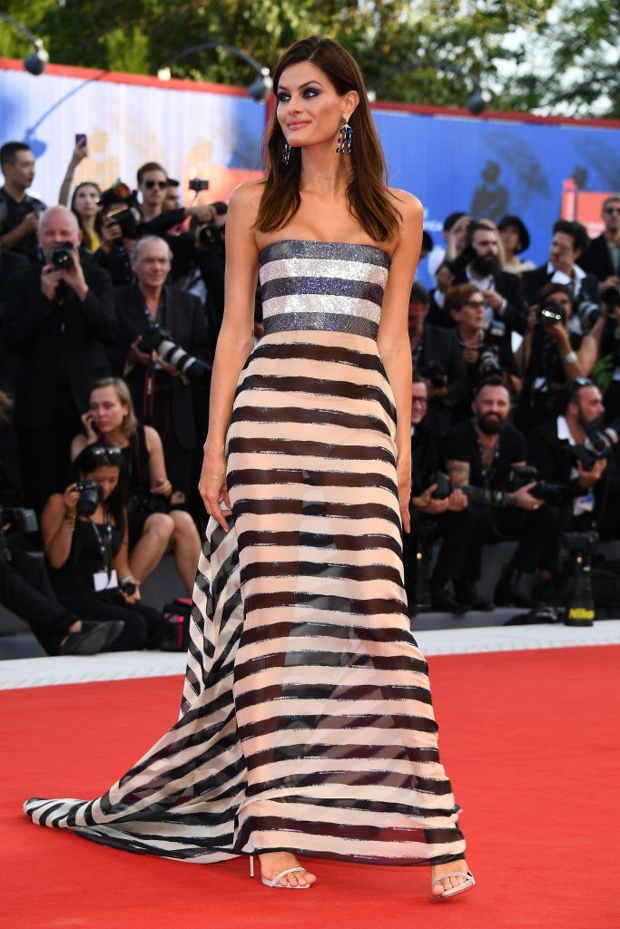 Isabeli Fontana walks the red carpet ahead of the 'Downsizing' screening and Opening Ceremony during the 74th Venice Film Festival at Sala Grande on August 30, 2017 in Venice, Italy.  (Photo by Pascal Le Segretain/Getty Images)