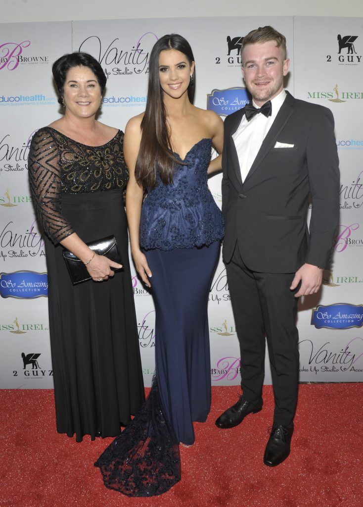 Miss Ireland 2016 Niamh Kennedy with mum Catherine and brother Colm Kennedy at the Best of Irish Beauty and Brains Vie For Miss Ireland 2017 Victory. Photo by Patrick O'Leary