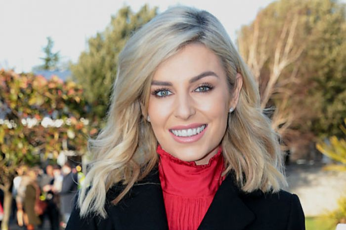 2bbafb50db0d Pippa O'Connor wore a dress in the year's most controversial shade |  Beaut.ie