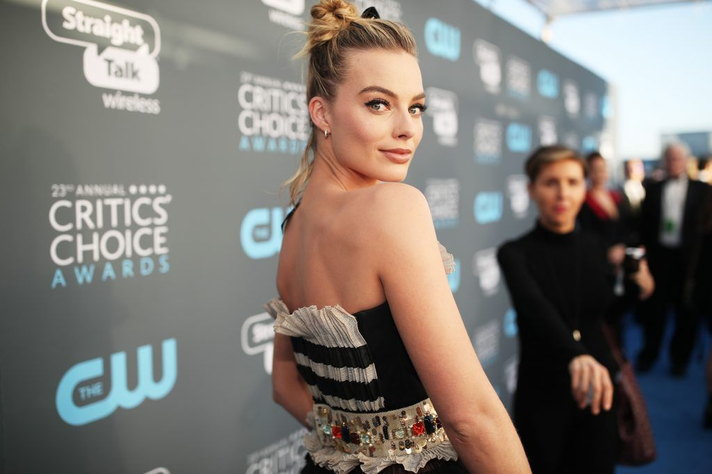 SANTA MONICA, CA - JANUARY 11:  Actor Margot Robbie attends The 23rd Annual Critics' Choice Awards at Barker Hangar on January 11, 2018 in Santa Monica, California.  (Photo by Christopher Polk/Getty Images for The Critics' Choice Awards  )