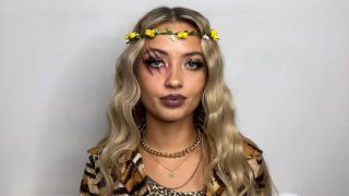 Video: How To Create Tiger King Star Carole Baskin's Hair For Halloween