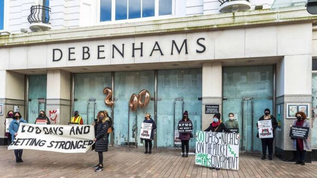 Former Debenhams workers roundly reject €3m Government deal