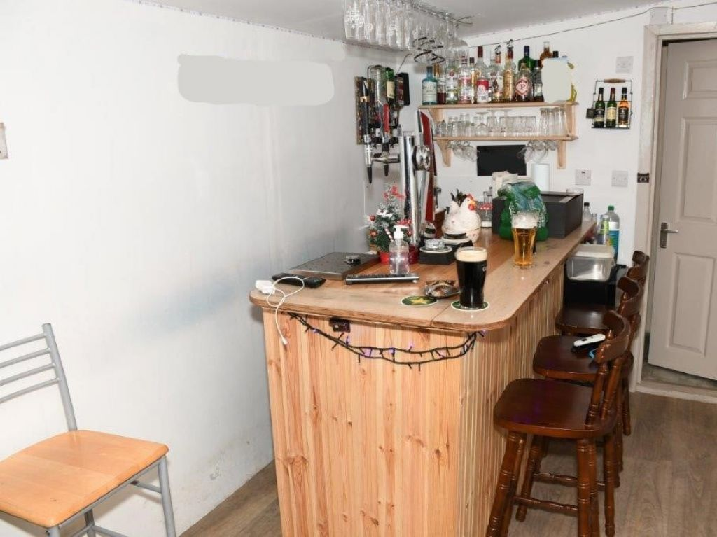 Gardaí raid Mayo shebeen with draught beer and stout on tap
