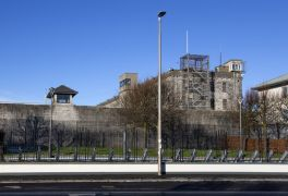 Inquiry Launched After Prison Officers Go 'On The Beer' While Escorting Dangerous Criminal