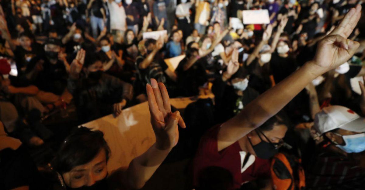 Thailand's PM survives no-confidence vote