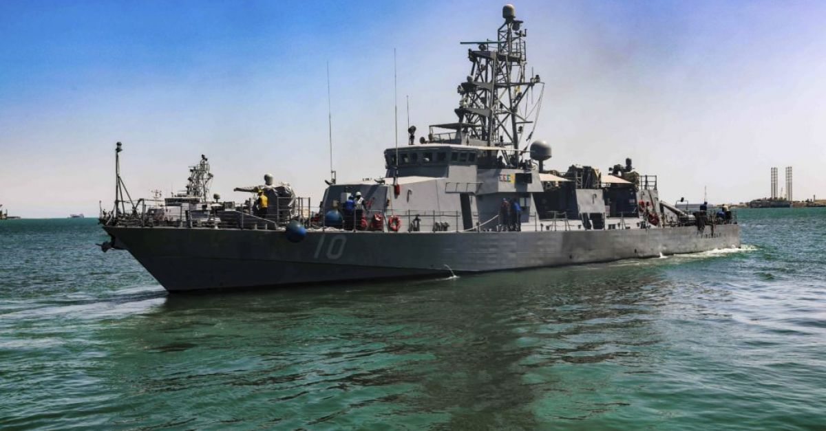 US navy fires warning shots in Persian Gulf encounter with Iranian vessels