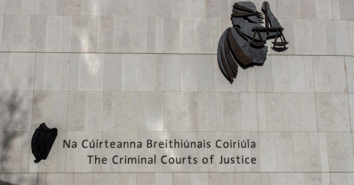 Pengendali khidmat pelanggan didakwa menandatangani pakej dengan dadah bernilai € 40,000
