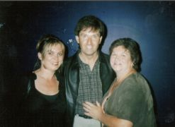 Daniel O'donnell Surprises Lockdown Funeral With Graveside Song