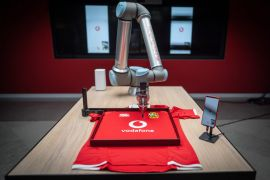Lions Players Sign Shirts From 8,000 Miles Away Using 5G