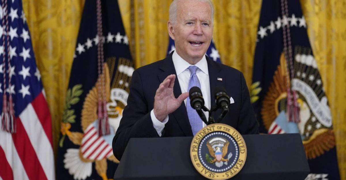Biden pushes federal workers to get vaccinated