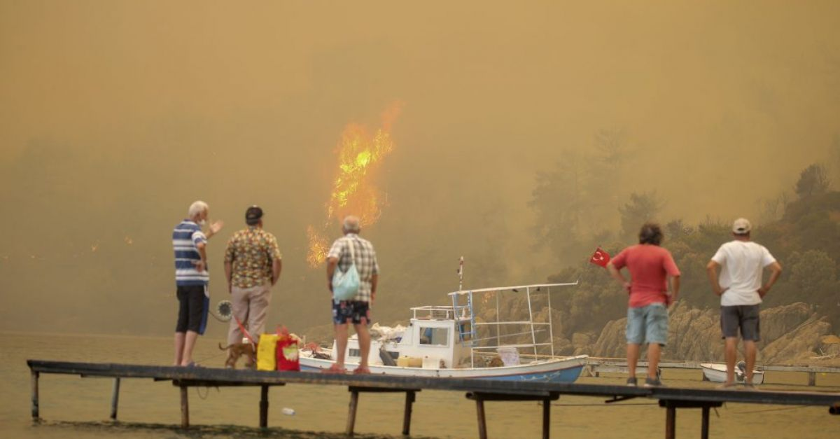 Death toll rises to eight from forest fires in southern Turkey
