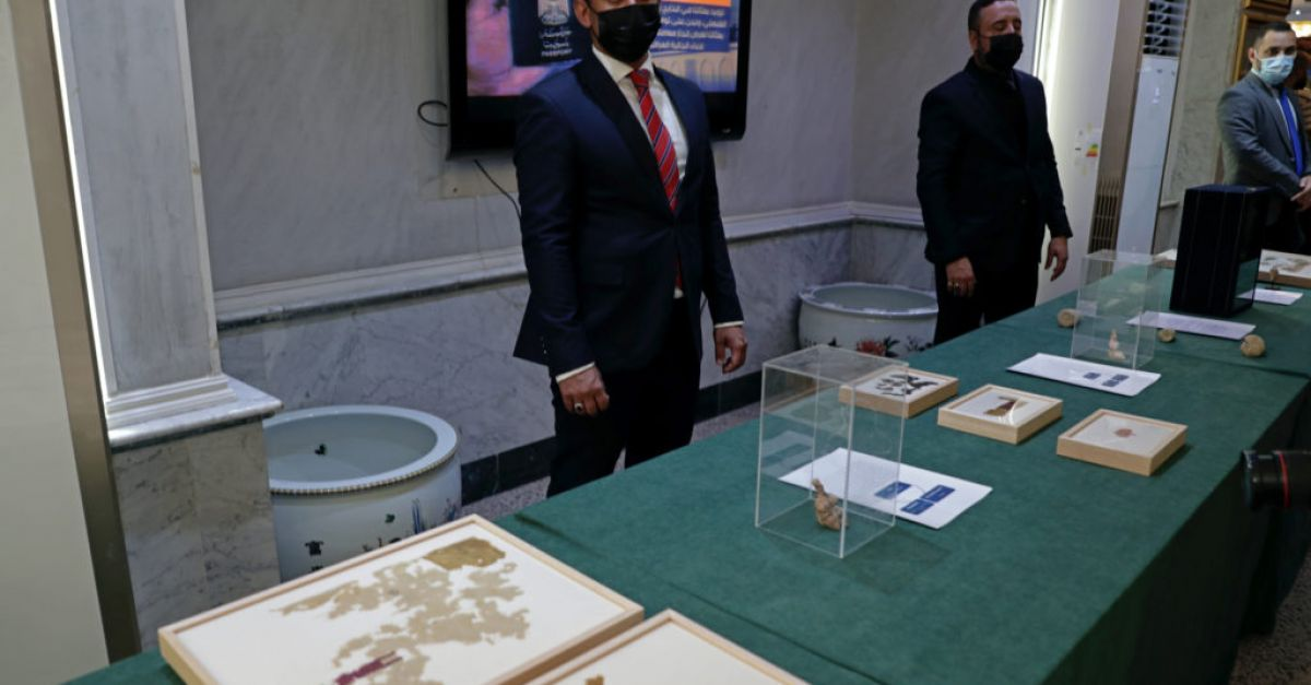 17,000 looted ancient artefacts returned to Iraq